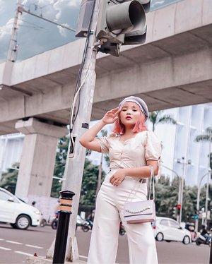Asik difotoin @adittole 😎  Asik juga kesampean foto di tengah lampu merah ASEAN 😁 . .  #ootdlidya #clozetteid #fashionstyle #streetstyle #ootdindonesia #fashionstreet