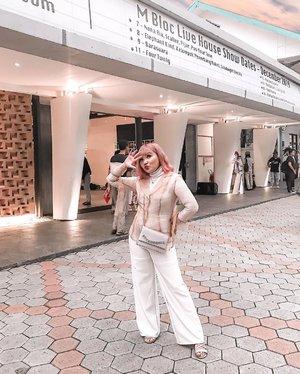 Bosen bgt #dirumahaja tapi kalau mau ke tempat keramaian jg agak parno.. what should i do? 😞 . . .  #ootdlidya #streetstyle #fashion #ootdindo #mblocspace #wfh #clozetteid