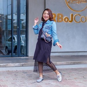 Happy me 💗 . .  Dress : @thefthingworld . Bag : @berrybenka . Shoes : @staccato_id . Denim Jacket : thrift shop . . .  #ootdlidya #ootd #fashion #style #streetstyle #denim #clozetteid #outfitinspo #outfits #outfitideas #outfitoftheday #fashionblogger #fashionnova