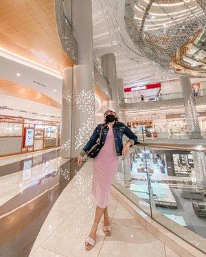 Mulai cari2 baju berwarna supaya mata pacar cerah ga hitam putih navy mulu wkwkwk *candasayang   .  #ootdlidya #ootd #throwback #clozetteid #lilac #denim #casual #fashion #style
