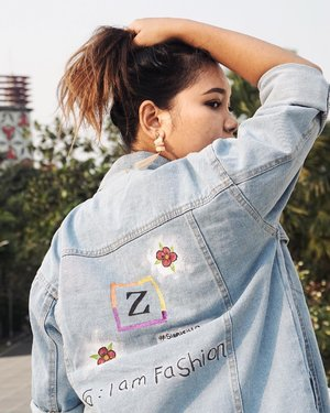 Aku tuh orangnya ga berbakat ngelukis.. tapi setelah diajarin sama kakak-kakak kece dari @nevertoolavish pas acara @zilingoid x @pevpearce ya jadi lumayan bisa ngelukis di denim jacket kaya gini.. Hasilnya bisa dipake lah ya ✌🏼👍🏼 . . .  Taken by @fulgentiusleonard . . .  #zilingoxpevita #siapasihlo #zilingoid #zilingoidparty #nevertoolavish #denim #denimjacket #style #fashionstyle #fashion #clozetteid #ootdindo #ootdlidya #fashionenthusiast #fashionblogger #creativity #art