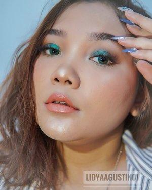 "Gila!!! Nyaman banget seharian ini pakai X2 Bio Four ""Green Mango"". Dari pagi sampai malem bener-bener gak kering dan gak ganjel sama sekali. .  Nah yuk #BuktiinX2Ramerame dengan cara pakai softlens X2 selama 10-12 jam dan tag ke @x2softlens ! . . .  #Lidyareview #Lidyamakeup #makeup #beauty #indobeautysquad #x2softlens #motd #beautyenthusiast #makeuptutorial #facepalette #clozetteid #makeupoftheday #beautybloggers #beautyvlogger"