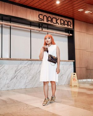 Tempat fav = Snack Bar ! . . .  #ootdlidya #ootd #outfits #fashion #outfitinspiration #style #outfitoftheday #clozetteid #outfitideas #streetstyle #fashionstreet #ootdstreet #explorejakarta #jakartafashion