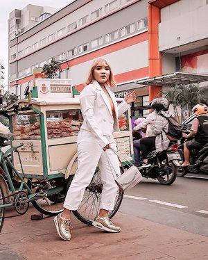 Udah sarapan belum guys? . . .  #ootdlidya #fashionstyle #streetstyle #streetwear #streetphotography #ootdindonesia #clozetteid