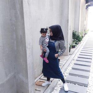 Behind the Scene foto sama toddler 💆🏼♀️.#MomAndKyn#18MonthsOld#ClozetteID