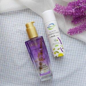 Produk aroma lavender yang wajib coba 💜Aku bukan big fans of lavender, tapi dua produk ini emang enak banget dan aku pakai buat sehari-hari.💜 L'Oreal Paris Extraordinary Oil Botanical Floral InfusionsHair oil dengan 3 varian: French Rose, Jasmine dan Lavender. Varian lavender ini untuk rambut normal ya. Kebetulan pilih ini karena rambutku normal dan emang paling cocok di seleraku ya wangi lavender ini. Selalu pakai hair oil ini setelah mandi, di ujung-ujung rambut supaya gak pecah-pecah rambutnya. Harganya emang lumayan pricey sih, tapi awet banget. Price range = IDR 99.000 - IDR 150.000. BPOM NA11181003051.💜 Pro Kleen All in One DisinfectantHm, iya tau ini bukan beauty product sih. Kemaren nyari disinfektan yang food grade buat nyemprotin plastik makanan delivery, ketemu lah si Pro Kleen ini. Rupanya selain food grade dia juga punya aroma lavender yang asyique banget. Seger, harum, dan kalo kena tangan ada dingin-dinginnya. Price: 100rb dapet 3*75ml. Nomer KEMENKES RI PKD 20502023664#meybeautyreview #clozetteid #indobeautyblogger #bloggerperempuan #femalebeautyblogger #indonesianfemalebloggers #bloggerceria