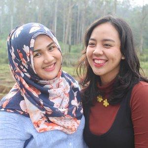 Posting foto lama karena aku kangen budak-budak Cina masa lampau sisty @utotia, dan duo heboh @babangali & @bayuyuba. Tebak coba ini fotonya dimana hayooo? Clue: Di Kota Kembang tempat hewan berkaki empat dan bertanduk 👍#fotdibb #bbloggerid #indobeautygram #clozetteid #fdbeauty #indonesianbeautyblogger #BPers #bloggerceriaID #bloggerceria #bloggerperempuan #fotdibb #indonesianfemaleblogger #beautybloggerID #bblogger #bloggerjakarta #femalebeautyblogger #indonesianfemalebloggers #hijabblogger #hijabblog #bloggerhijab #hijabstyle