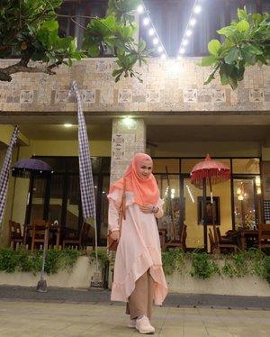 Plesiran dulu beb ke Bali~~ eittss masih pandemi jadi disimpen dulu keinginan liburannya. Ini jg foto lama 2018 kemaren pas plesiran sama sobatku yang jenius...Buat warga Pamulang, Tangsel dan sekitarnya plesiran ke Bali View aja deh beb lumayan naek angkot tiga kali 🙈#clozetteid #hijabstyle #hijabblog #hijabbloggerstyle