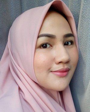 Udah lama ga bikin konten, sampe IG debuan gini... Yauda posting foto lawas aja beb 🙈 Btw aku tipe orang yang kalau bingung pake outfit apa, langsung pilih outfit nuansa pink atau coklat. Dua warna ini ga pernah salah buat aku 😆😆❤ kalau kalian paling suka outfit warna apaa? #fotdibb #bbloggerid #indobeautygram #clozetteid #fdbeauty #indonesianbeautyblogger #BPers #bloggerceriaID #bloggerceria #bloggerperempuan #fotdibb #indonesianfemaleblogger #beautybloggerID #bblogger #bloggerjakarta #femalebeautyblogger #indonesianfemalebloggers #hijabblogger #hijabblog #bloggerhijab #hijabstyle