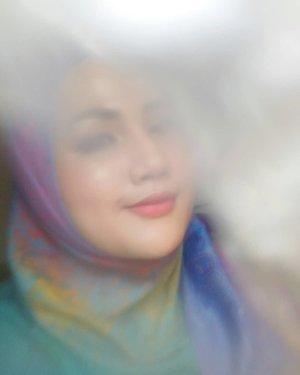 Bermaksud ikutan #AlphaPhotoHacks nya @andreaslukita_ yang pake bubble wrap, trus ada bokeh-bokehnya gituuu. Eh malah jadinya kayak burem gak sih 😭😭😭 Yawda lah namamya juga coba-cobi kita belajar poto lagi okheei.. #fotdibb #bbloggerid #indobeautygram #clozetteid #fdbeauty #indobeautyblogger #indonesianbeautyblogger #BPers #Beautiesquad #bloggerceriaID #bloggerceria #bloggerperempuan #fotdibb #indonesianfemaleblogger #beautybloggerID #bblogger #bloggerjakarta #femalebeautyblogger #indonesianfemalebloggers #hijabblogger #hijabblog #bloggerhijab #hijabstyle #hijaboutfit #hijabclubindo  @indobeautyblogger @bloggerperempuan @femalebloggersid @bloggerceriaid