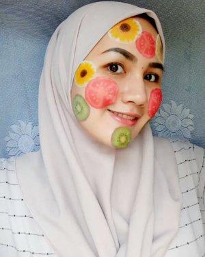 Buah semangka merah warnanya, dibelah pisau jadi dua  CHAKEEEPP  Tiap hari habis uangnya Jajan di syopi bermacam rupa 😭😱😭😱😱😭💸💸💸💸 Ayo siapa yang udah jajan macem-macem di syopi? Ngakuuuu 😝😂 #fotdibb #bbloggerid #indobeautygram #clozetteid #fdbeauty #indobeautyblogger #indonesianbeautyblogger #BPers #Beautiesquad #bloggerceriaID #bloggerceria #bloggerperempuan #fotdibb #indonesianfemaleblogger #beautybloggerID #bblogger #bloggerjakarta #femalebeautyblogger #indonesianfemalebloggers #hijabblogger #hijabblog #bloggerhijab #hijabstyle #hijaboutfit #hijabclubindo  @indobeautyblogger @bloggerperempuan @femalebloggersid @bloggerceriaid