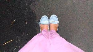 Salah satu kunci asyik mudik adalah pakai sepatu yg nyaman & nggak bikin ribet tapi cocok dipakai buat jalan-jalan pakai baju apapun. Buatku, flatshoes is da best 👟💕 #clozetteid #shoefie