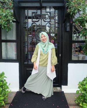 My #OOTD for #sunsilkhijabsister  #UncoverPossibilities bareng @sunsilkid & @clozetteid ✨✨ ..Aku pake OOTD warna hijau sesuai dengan varian Sunsilk Hijab Refresh yg warna hijau biar syegeer sepanjang hari dan pastinya bebas dari ketombe💚.Psst wanginya tahan 48 jam lhoo jadi nggak perlu takut rambut jadi lepek karena banyaknya aktivitas!You go girl, let's become what you believe!! Karena hijab bukan halangan buat menggapai impian. Yuk gapai passionmu!!💚💚 #clozetteid#ifaootd