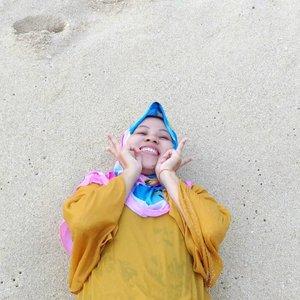 Happy kids🏖🌊💦 #ifatraveldiary . . #clozetteid  #ggrep  #exploremalangbeach #guacinabeach #exploremalang #hijabtraveller