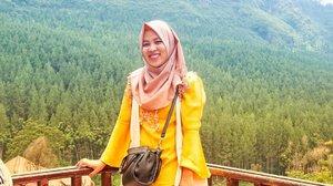 Kalau ke Bandung, sempetin main ke @thelodgemaribaya ya! Explore bandung bareng manteman sengklek udah tayang di blog #imusyrifahdotcom ya. Cus mampir. Udah ada info tiket & tips kalo mau main ke The Lodge Maribaya ✨...#clozetteid#ifatraveldiary #explorebandung #thelodgemaribaya