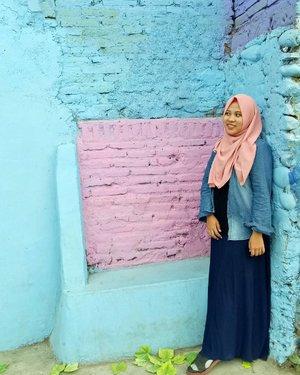 Pastel mood. My fav #ootd spot at #kampungwarnajodipan ❤💙 . . . . #ifatraveldiary  #ggrep  #clozetteid  #ootdifa  #exploremalang  #hijabtravellers