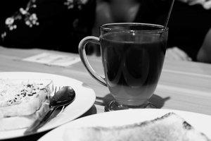 Dapet challenge post foto #blackandwhite dari kak @dillafdiah ! ..Sesungguhnya ku gelagapan dan bingung mau posting apa. Secara hp w 70% isinya muka w & foto ootd. Kemudian event, skincare, makeup & makanan. Jadilah kuposting sesuatu yg semua orang suka☕🍞 ..Yup a pair of coffee & toast. Kebetulan yg motoin juga kak @dillafdiah sih ini wkwk. Segelas kopi panas @kongdjie yg ditemani sama roti bakar coklat keju kalo gasalah. Well ku jadi kangen Belitung..Kalo ke Belitung jangan lupa nongki nongki di kongdjie. Tapi favoritku sih tetep es coklat susunya. Endeuuus pisan!!.Ku teruskan challenge ini ke sis @thekarinfrost are u ready?😚 cukup foto B&W dan no human yah sist....#clozetteid #ifafoodjourney#kongdjie #ggrep#visitBelitung