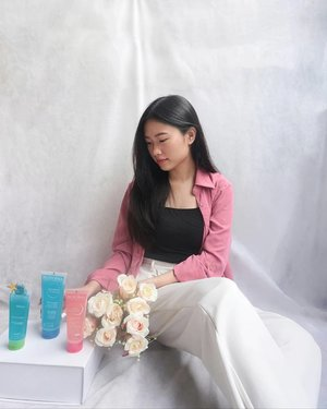 These #GentleCleanseandProtect @bioderma_indonesia Products that i've been reviewing on: 1.   Bioderma Sensibio Gel Moussant (Soothing Micellar Cleansing Gel)  Suitable for sensitive skin, the major difference is they contain no fragrance at all. 2.   Bioderma Sebium Gel Moussant It slightly has fragrance on it,  but considerably very light. The gel texture is similar to the pink one.. My combination skin loves it. 3. Bioderma Atoderm Gel Douche (Ultra-gentle Shower Gel)  When they say Ultra-gentle, this is one of the most gentle shower gel ive tried for sure.... 👌For the verdict,  more on my blog coming up! _#BiodermaIndonesia #BiodermaXClozetteIDReview #ClozetteID
