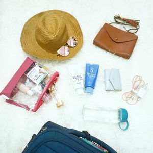 #travellingwithsenka If you have already read my blogpost or ig post of these senka perfect whip and white clay, you'd know how great those two and great news that it's officialy sold in @sociolla ! 💙_Here's my travel kit for holiday esp when i go out of town or country,- Hat (how i love taking pictures with hat)- Sunglasses ( if the weather isn't friendly or only to take photos, again 😂)- Cleansing foam ofc ( Currently loving these products)- Wallet - Small bag- Charger ( a must, i don't own any powerbank right now because i hate how it slowly breaks down my phone)- Transparent pouch for skincare and minimal make up products- A luggage to carry all the products (clothes, toiletries, these products and etc)I guess those all, whats your travel kit? 💕 ..........#senka #clozetter #clozetteid #lifestyle #travelling #travel #mondayfunday #love #fun #hat #fashion #bloggerindonesia#bloggerperempuan #essentials #instadaily #girl #woman #travelkit