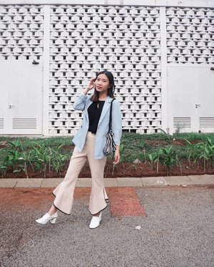 My ootd doesn't sound like it's a gloomy day. Or it does? Power-dressingg 😏 . . . . . . . #style #styleblogger #indoblogger #sbnblogger #clozetteid #beautynesia #love #ootd #style #fashion #fashionblogger #blogger #love #ootdindo #lookbook #unique #lookbookindonesia #fashun #likeforlike