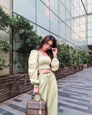 Hai Sunday...  I'm wearing EYKO SET from @tylocollection  Warna LIME ini perfect banget kl dicombine dengan BROWN.   Btw, sebenernya mereka punya 3 warna lho.. LIME, LILAC and CREAM   📸 @lingsstephanie_mc  #fashionstyle #fashionblogger #zaloraid #clozetteid #tylocollection #ootdstyle #ootdindokece #ootdsilviamuryadi #ootdindonesia