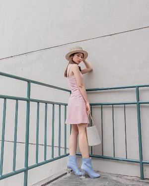 When baby blue meets baby pink.. Dari dulu aku emank pencinta warna pastel.. tapi biasanya aku cuma combine 1 warna pastel ama 1 warna netral.  Nah kali ini iseng gabungin 2 warna pastel. Ternyata i LIKE 😘😘😘 #ootdindokece #ootdSilviaMuryadi #ootdindo #lookbookindo #lookbook #styleinspiration #styleblogger #fashiongram #dailystyle #clozetteid#ShoxSquad #outfitsociety #셀스타그램 #팔로우 #오오티디 #패션 #��리 #��