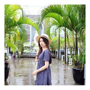 Matahari nongol, langsung photo 📸 . . Dress by @herell.id  Hat by @hm . . #lookbookindo #lookbook #lookbookindonesia #ootd #ootdindo #ootdmagazine #ootdkpop #blogger #kpop #potd #streetstyle #instalookbook #kstlye #fashionstyle #fashiondiary #workfashion #instafashion . #koreanblogger #kfashion #korea #fashion  #bestoftoday #bestoftheday #style #koreanlook #koreanstyle #koreafashion