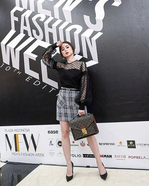 Attending Plaza Indonesia Men's Fashion Week  @plazaindonesia  #PIMFW2019  Tweed Skirt @ohvola  Great material, cool design and worthed Visit her website to see their collection .  #ootd #ootdindo #outfitoftheday #instastyle #stylefashiondaily #fashionaddict #bloggerstyle #lookbook #lookbookindo #ootdmagazine #styleblogger #fashionpost #styleinspiration #dailystyle #clozetteid#ShoxSquad #outfitsociety #vsco  #셀스타그램 #팔로우 #오오티디 #패션 #데일리 #일상 #fashiongram #fashionvibes