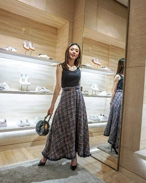 Visit @louisvuitton to check their New Collection Men's RTW Fall Autumn 2019  Skirt @dreamsisterjane @styletheoryid Shoes @stevemadden_id @stevemadden  Belt @hermes  Top @hm  #ootd #outfitoftheday #instastyle #stylefashiondaily #fashionaddict #bloggerstyle #ookbook #lookbookindo #ootdindo #ootdmagazine #styleblogger #fashionpost #styleinspiration #dailystyle #clozetteid  #셀스타그램 #팔로우 #오오티디 #패션 #데일리 #일상 #데일리 #whatiwore #ootdmagazine #exploretocreate #ShoxSquad #ootdindo