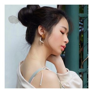 Aku emank hobby banget koleksi earrings luchu.. And ini salah satunya... aku kmrn nemu ini di @wearring.id  #earrings . . . . #ootd #instastyle #fashion #stylefashiondaily #bloggerstyle #koreanlook #asiangirls #lookbook #lookbookindo #ootdindo #styleblogger #styleinspiration #dailystyle #tampilcantik #flowerdress #dress #clozetteid  #셀스타그램 #팔로우 #오오티디 #패션 #데일리 #일상 #데일리 #whatiwore #ootdmagazine #exploretocreate