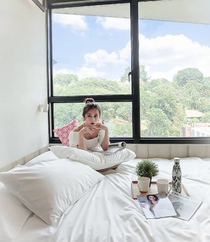 Good morning!I miss @live.lyf.here I miss my room mate @vicisienna @sylviakaulius and @vaniakwans Btw, This hotel feels like my home... And...I miss @kingsmaker.co team#kingsmaker #visitsingapore #ootdsingapore #lyf #clozetteid #singaporejourney #singaporehotel