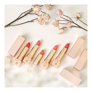 Who's wanna know the color about this lipstick?C-Cup Lip Tox-Tick from @nakeupface Angkat tangan! #Marilyn #Kissmark #Stalker #Stealer #Nudebeach..Lipstick semi matte yang lagi sering aku pake neh.. 😀 soalnya bibir aku jadi keliatan tebel karena moisture banget , warnanya unik and juga super tahan warnanya. Hemm.. bibir jadi kayak juicy gitu deh eheeheh... Bibir aku jadi kayak di filler keliatannya. Aku ga berani filler di bibir. OMG, di suntik di bibir? Owww super No No! Seremmm... kayak sakit deh di ujung gitu.. ..Check the link on my bio if you have any questionnya#charis #charisceleb #nakeupface  #LYKEambassador#indobeautygram #beautybloggerid #beautybloggerindo #charisceleb#clozetteid #beautynesiamember #charisceleb #hicharis #beautifuljournal