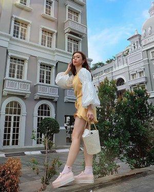Bajunya sweet, tapi aku ga mau senyum. Maunya swag kayak @vm_3596  Ya udah dah jadinya begini aja �� GA APA KAN? 😀  White top @pomelofashion  Yellow Jumpsuit Ivy and Harlow @styletheoryid  Shoes @melissashoes_id @zaloraid . . . . . . #ootd #ootdindo #outfitoftheday #instastyle #stylefashiondaily #fashionaddict #bloggerstyle #lookbook #lookbookindo #ootdmagazine #styleblogger #fashionpost #styleinspiration #dailystyle #clozetteid#ShoxSquad #outfitsociety #vsco  #셀스타그램 #팔로우 #오오티디 #패션 #��리 #�� #fashiongram #fashionvibes
