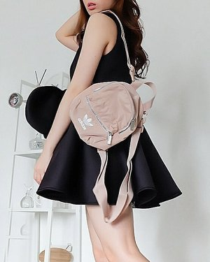 Me in black pink  #blackpink   Ternyata tas sesporty @adidasindonesia bisa menjadi sweet bila dipadu padankan sesuai keinginan yang mau pake.   That's why i love fashion. Ga ada yang salah. Menurut kalian aneh? Eits.. di orang lain belum tentu aneh...   #fashionshoot #fashionvibes #fashionista #adidasindonesia #ClozetteID #ootdSilviaMuryadi #ootdindokece #ootdindo