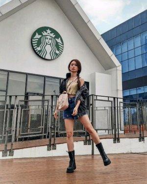 Sesekali #kpopinpublic yang serius didepan @starbucksindonesia yg HITS di Gading Serpong ya..  Yes.. ini memang salah satu Starbucks yg sangat instagramable banget... putih, clean and dengan kaca besar..   Btw apa yang kalian suka di video ini? 1. Crop top from @callie.cotton  2. Jeans jacket from @amroriginal.id  3. Jeans pants from @pomelofashion x Haribo #pomeloxharibo  4. Bag @adidasindonesia  5. Black boots @bershka @mapfashion   #stylefashion #styleinspiration #kpop #sunmi #sunmitail #starbucksindonesia #fashionstyle #fashionblogger #ootdstyle #ootdindokece #ootdindonesia #clozetteid