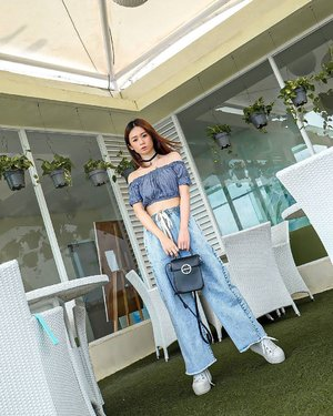 Bali oh Bali! Good vibes is here  Jeans by @chicgirl.id  Senengnya aku punya tipe celana ini . Akhirnyaaaa 😜😜 biasanya kan celana aku manis2 semua ehehhe... #ootd #ootdindo #outfitoftheday #instastyle #stylefashiondaily #fashionaddict #bloggerstyle #ootdmagazine #styleblogger #fashionpost #styleinspiration #dailystyle #clozetteid#ShoxSquad #outfitsociety #vsco  #셀스타그램 #팔로우 #오오티디 #패션 #데일리 #일상