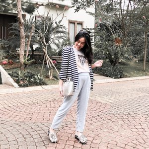 Back pain, restless legs, and placenta brain. Welcome to the third trimester! #thestruggleisreal #thirdtrimester #28weekspregnant #stylediary #clozetteid #ootd #ootdindonesia #lookbookindonesia #bumpstyle