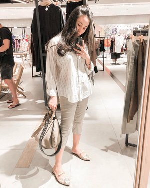OOTD sejuta mamah-mamah. Loose shirt + neutral color cropped pants + carry everything bag + slip-ons + black hair tie as wrist accessories. #youknowyoureamomwhen  #mirrorselfie #mamadaily #clozetteid #ootdideas #ootdmommy