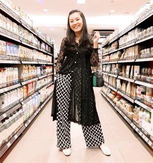 Grocery shopping on hump day. #momlife . . #clozetteid #ootd #lookbookindonesia #ootdindonesia #ootdjakarta #stylebook #styleblogger #lifeasmama #mymamahood