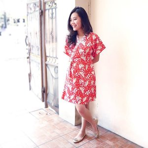 Don't you just love how on Fridays in #Jakarta when you look around all you see is people wearing #Batik? #clozetteid #ootd #BatikFriday