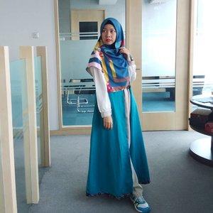 Akhir pekan ini kemana gaes? Sambil santai bolehlah mampir ke #anggiswastikadotcom ada cerita #perjalanangie ke #Malaysia akhir tahun lalu, siapa tau bisa bermanfaat buat kalian yang mau ke sana 😉......Sekalian mampir ke #channelyoutubeanggiswastika ya, ada pengalaman #menginapdiklia #KLIA 😊#gayagie #clozetteid #hijabtraveler #travelblogger #travelinstyle #officestyle #officelife #weekend #weekendvibes #weekendgateway