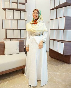 Through patience, great things are accomplished ~ Imam Ali (AS)....#clozetteid #gayagie #modestwear #modesty #ladyinwhite #whitetoucofgold #lifestyleblogger #hijabstyle #hijabblogger #hijabinspiration #lovelife #lifelesson #lifestyle #lifeisnevaflat #latepost