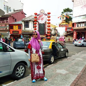 Menjelang akhir pekan, semangat jangan kendor gaes. Biar kata mamtir dasteran, tetep aja PD jalan-jalan 😂 . . . . . . Jangan lupa mampir ke #anggiswastikadotcom dan channel #youtube gie yak, ada postingan baru lho 😎 #gayagie #clozetteid #hijabblogger #bloggerlyfe #modestinstyle #melaka #malaysia🇲🇾 #malaccacity #wheninmelacca #jonkerwalk #jonkerstreet #malaka #lifestylebloggers #lifeisnevaflat #lovelife #vloggie #youtubegie #EdisiMamtir #blogpostgie