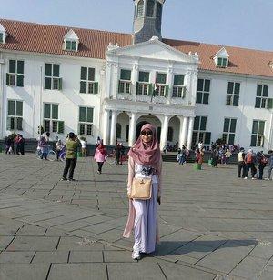 My dream wouldn't be complete without you 💕💕#clozetteid #clozette #pipimantaudiary #wisatakotatua #enjoyjakarta #visitjakarta #indonesianblogger #lifestyleblogger #bloggerlife #misla #guess #league #longchamp #tapfordetails