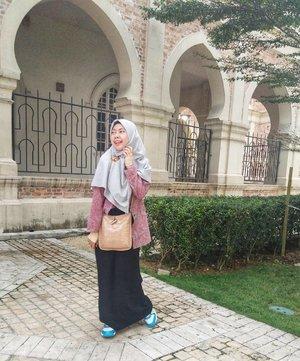 Libur telah tiba, saatnya kembali melakukan perjalanan. Next trip, kemana lagi kita 😎....................#liburangie #gayagie #clozetteid #hijabtraveler #wheninkl #malaysia🇲🇾 #dataranmerdeka #travel #holiday #vacancy #jalanjalan #perjalanangie #lyfe #batiknusantara #indonesianheritage #lifestylebloggers #lifeisnevaflat