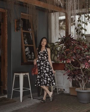 fall for this summer outfit so much, such a reminder to do traveling before the end of december yaa, how's your plan people ?  anyway, i got this wanda floral dress from @onycha.id , love it✨ #representingYOU