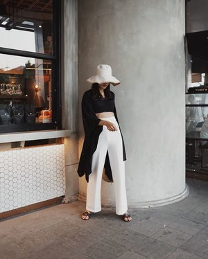 monochrome day with @monomolly.id pieces 💫 #JoinTheTrend