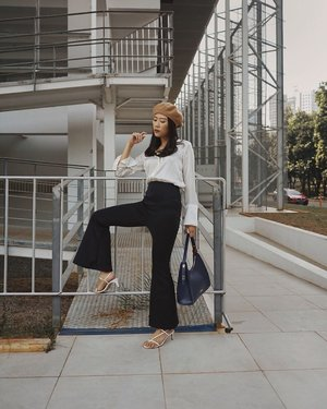 waiting for friday be like... ——— anw, spotted my fav high-waist bell pants from @monomolly.id, it's stretch and suitable for any occasions, black pants is always the best choice! 🌹  #JoinTheTrend