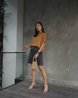 just a few days til weekend, so excited — anw, i'm wearing browny top from @privileged.collection , always fall in love with neutral color ✨