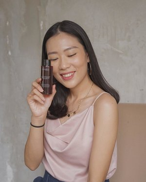 finally, mau kenalin kalian skin-care andalanku 'Miraculous Refining Toner' dari @avoskinbeauty , salah satu produk lokal yang juga efektif sebagai eksfoliator kulit dan kandungan AHA, BHA, dan PHA bisa mencerahkan kulit, mengecilkan pori-pori dan melembabkan. —toner ini memiliki kandungan yang berkualitas tinggi, sehingga aman digunakan untuk kulit sensitive dan acne prone.full review on my new blogpost, link on bio! wajib dibaca sih ini ✨#PesonaCantikAlami